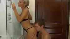 Горячее русское порно: дед трахнул молодую жену друга