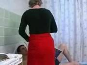 Порно видео: дед сосет у внука и трахает его