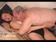 Удивительное порно: внучка лижет деду